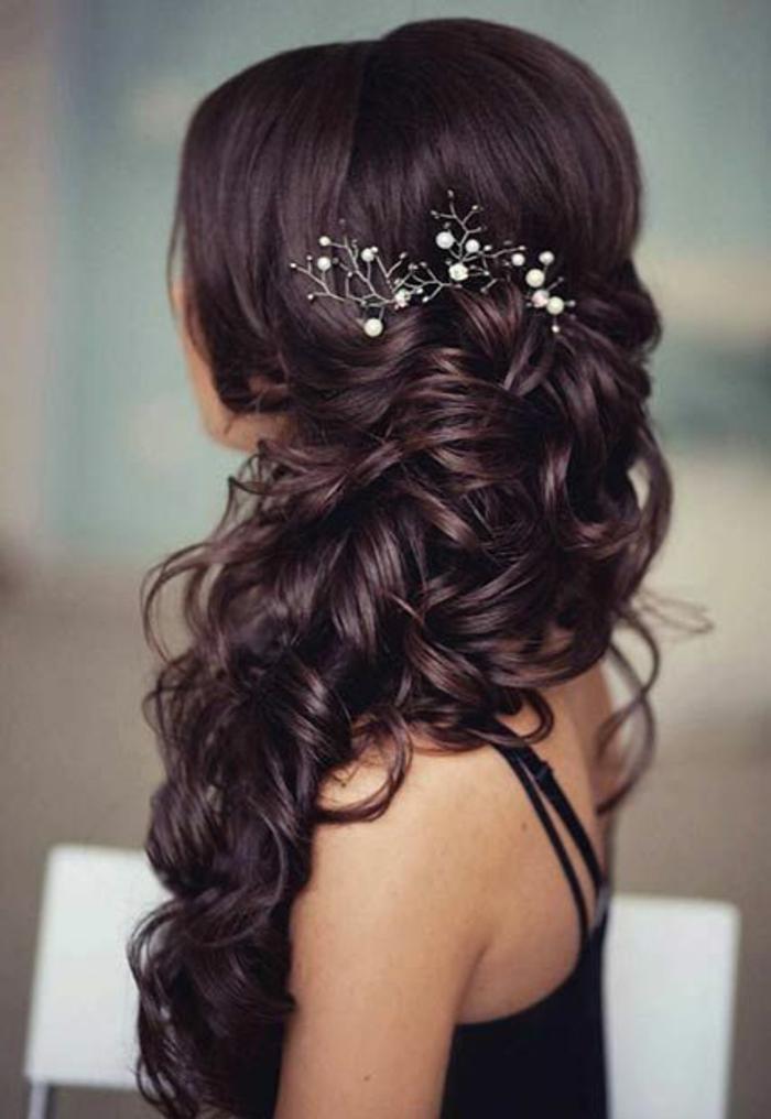 Noble coiffure mariage long bouclé coiffure bouclée mariage idée accessoire cheveux mariage