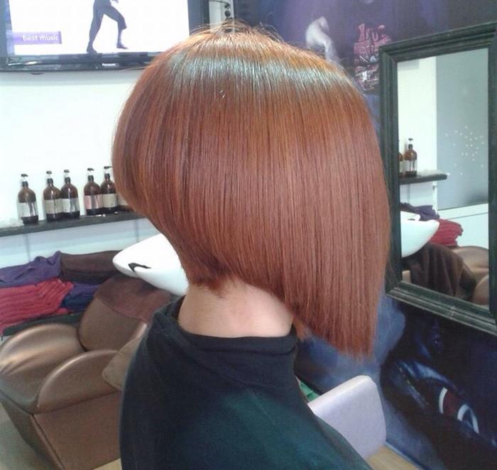 coiffure carré plongeant court avec frange et couleur chatain