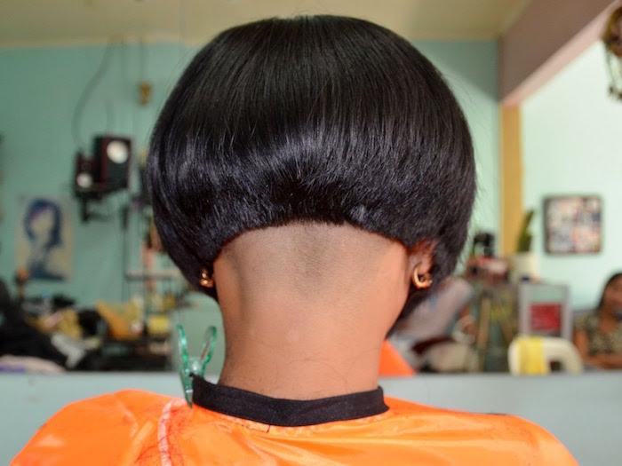 coiffure carré plongeant tres court retro coupe mode femme brune