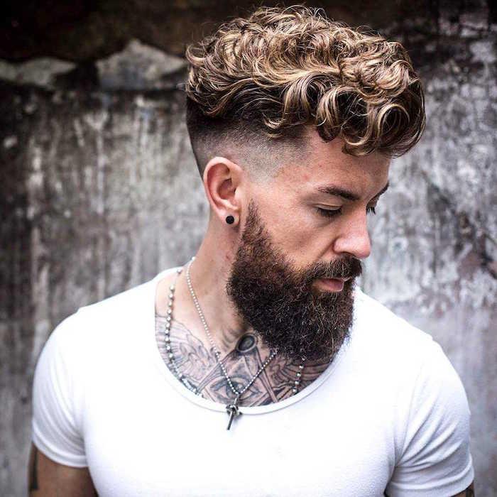 coupe de cheveux pour cheveux bouclés homme dégradé américain