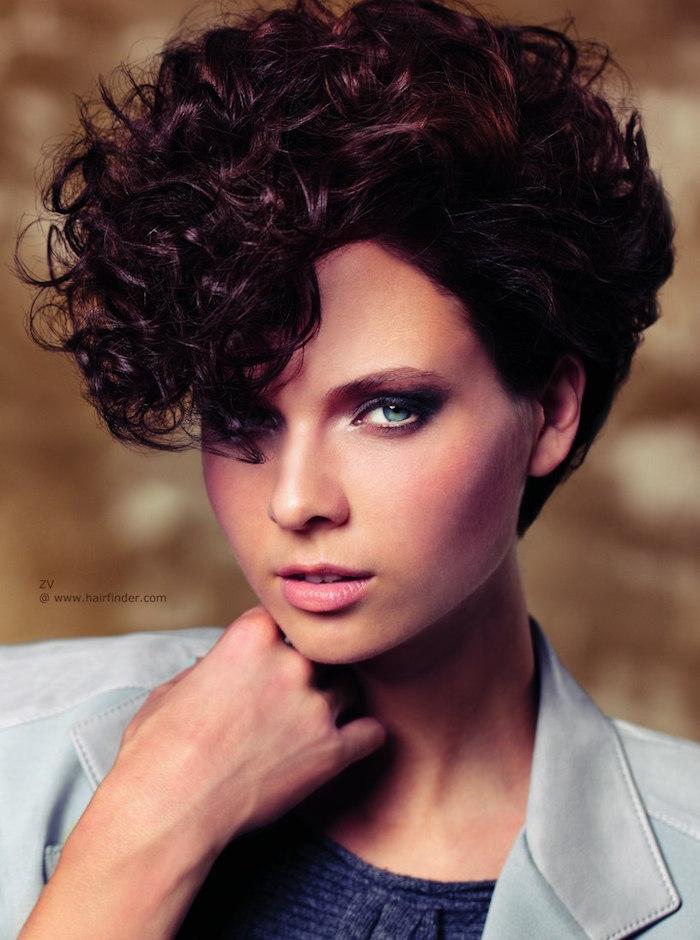 coiffure courte bouclée carré cheveux bouclés coupe