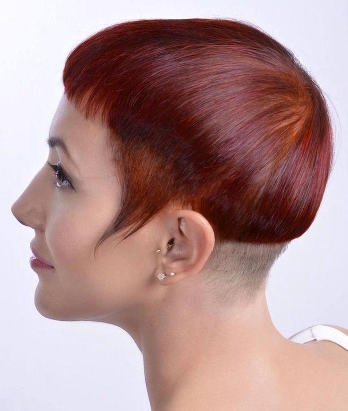 coiffure femme carré plongeant court inversé rouge coupe rtes courte femme