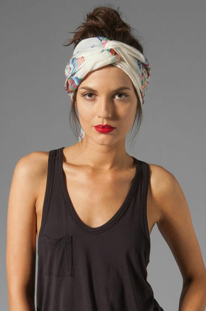 coiffure headbandn turban cheveux et chignon haut sur cheveux chataîns