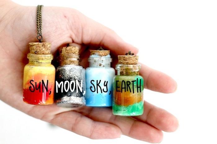 petit collier avec suspension fiole avec les quatre éléments eau, soleil, terre et lune, cadeau de noel pour ado de 12 ans fille
