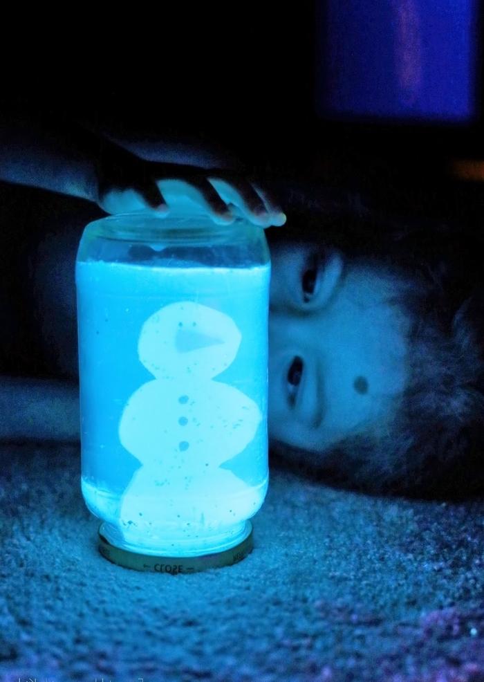 idée originale pour faire une boule à neige lumineuse à motif bonhomme de neige