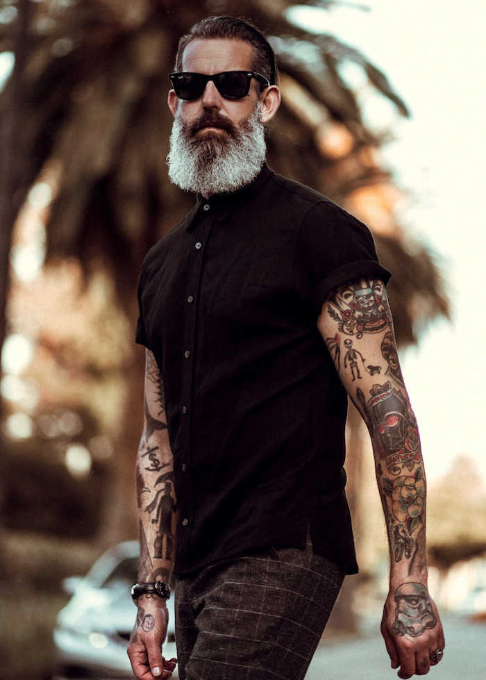 entretien barbe longue blanche homme hipster mur