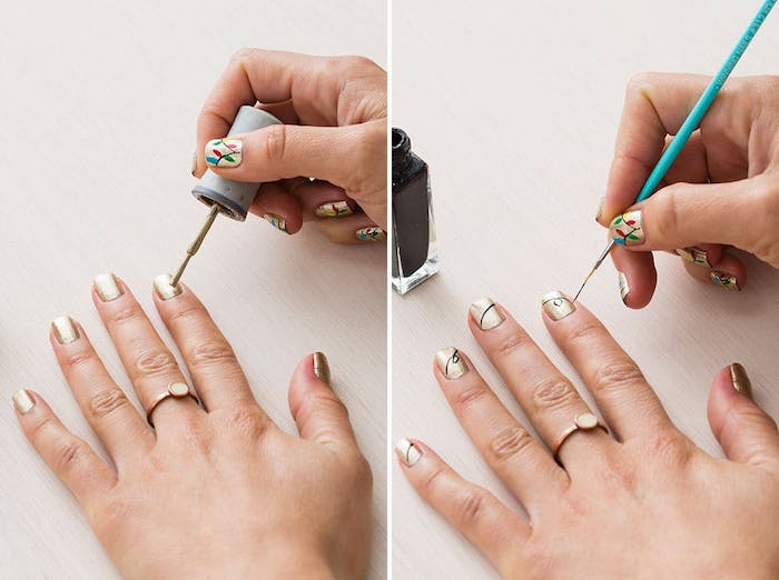 nailt art noel, tutoriel simple comment dessiner un motif guirlande de noel sur un fond de vernis à ongles or pailleté