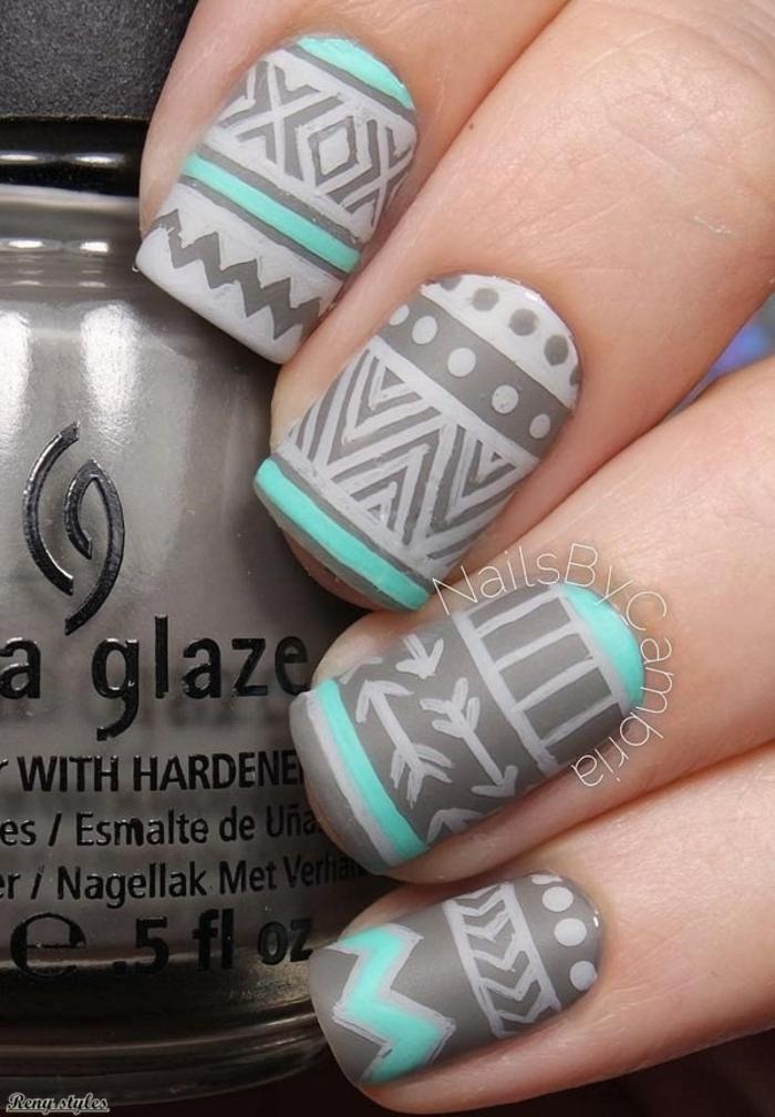 Manucure noir mat et brillant nail art by naile art mate nails hiver idée manucure