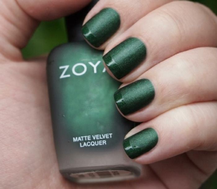 Modèle nail art discret mat et brillant design ongles jolis vert manucure matte avec french brillant