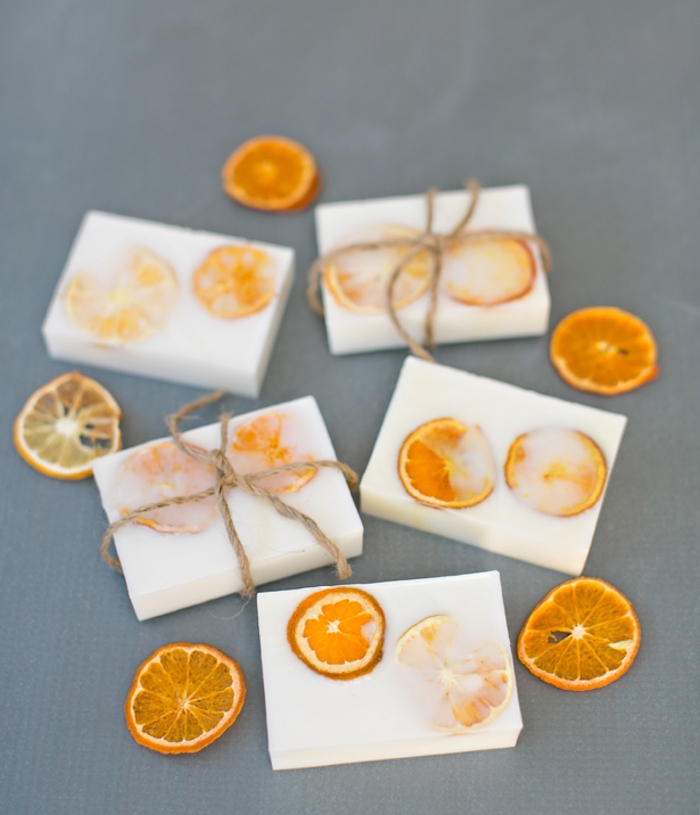 comment faire du savon en lait de chèvre et rondelles d orange, produit de beauté organique, idée cadeau noel femme
