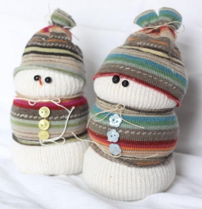 activités manuelles 6 12 ans, décoration de noel à fabriquer pour adultes, bonhomme de neige blanc avec écharpe et bonnet marron