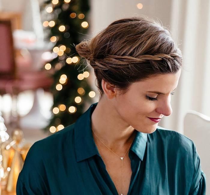 comment faire un chignon, idée de coiffure de noel simple de petite chignon décoiffé et tresse de côté