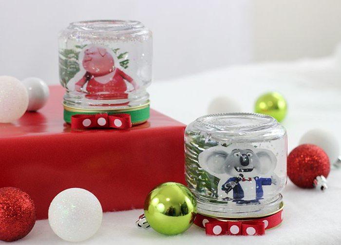 activités manuelles noel pour enfants inspirés des personnages de l'animation tous en scène, des bocaux en verre transformés en boules à neige originales