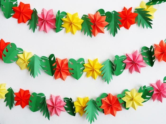 activité manuelle noel maternelle, modèle de guirlande fait main avec feuilles en papier de couleurs vert rouge et jaune