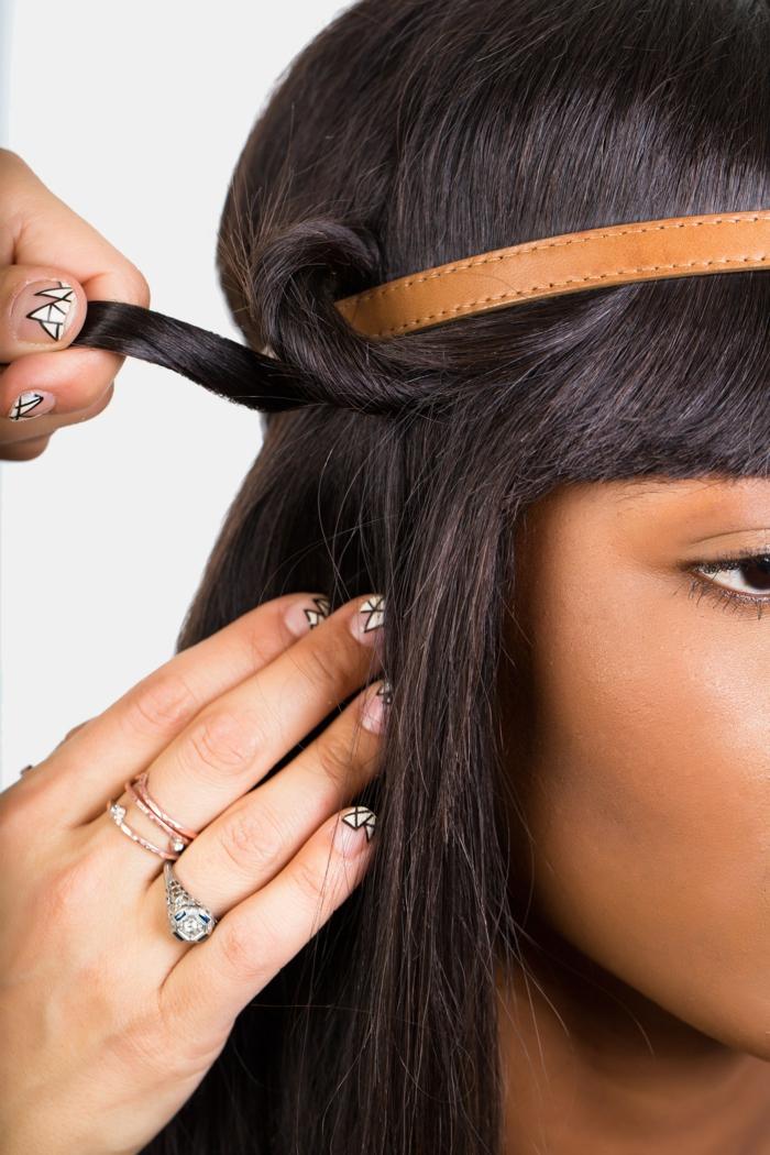 comment mettre un headband, bandeau de cheveux en cuir, cheveux noirs