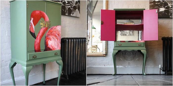 comment peindre un meuble ancien de couleur vert pastel avec un motif flamant rose dessiné dessus, exemple de mobilier vintage