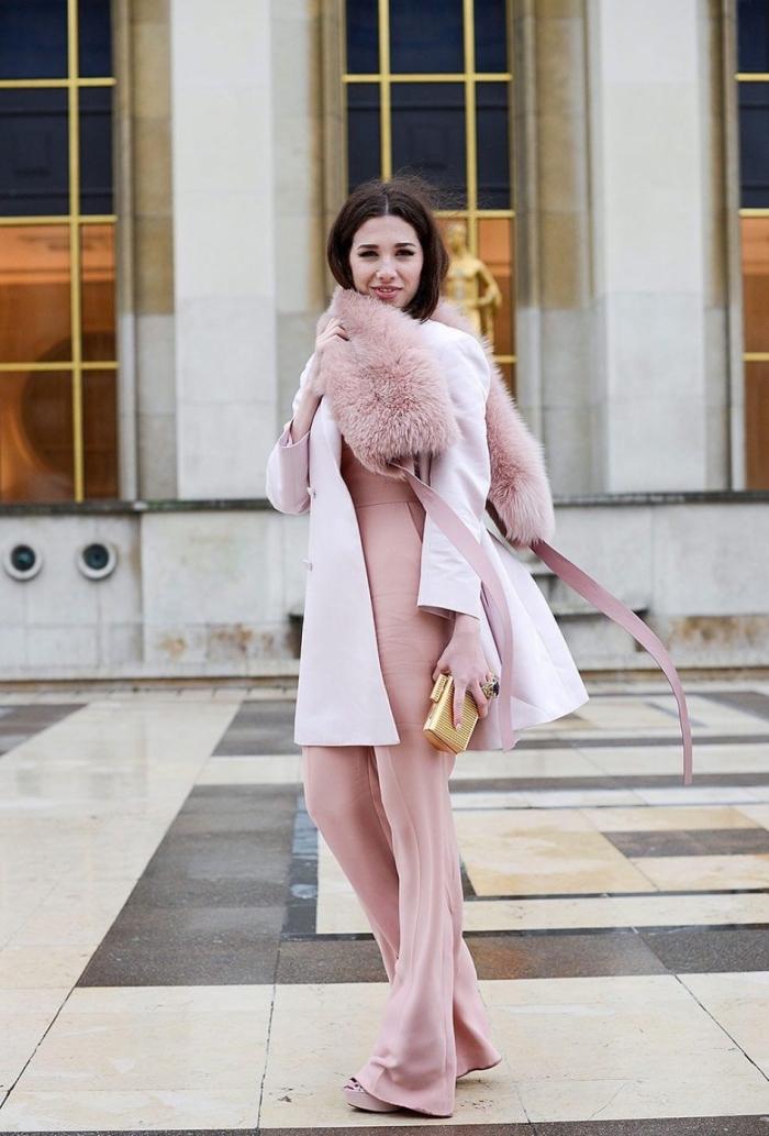 idee pour s habille, le rose pastel dans la tenue d'hiver pour femme, manteau et écharpe en faux fur de nuance rose