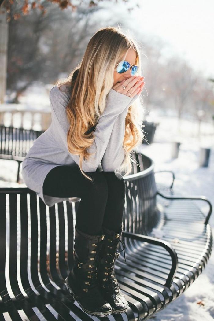 femme bien habillée, porter une tunique gris avec pantalon noir, apprendre à s'habiller en couches