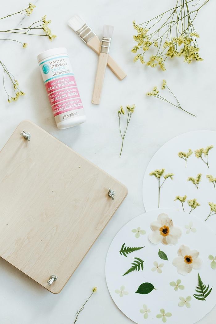 comment personnaliser des verres et une carafe en verre avec la technique du découpage et les fleurs séchées
