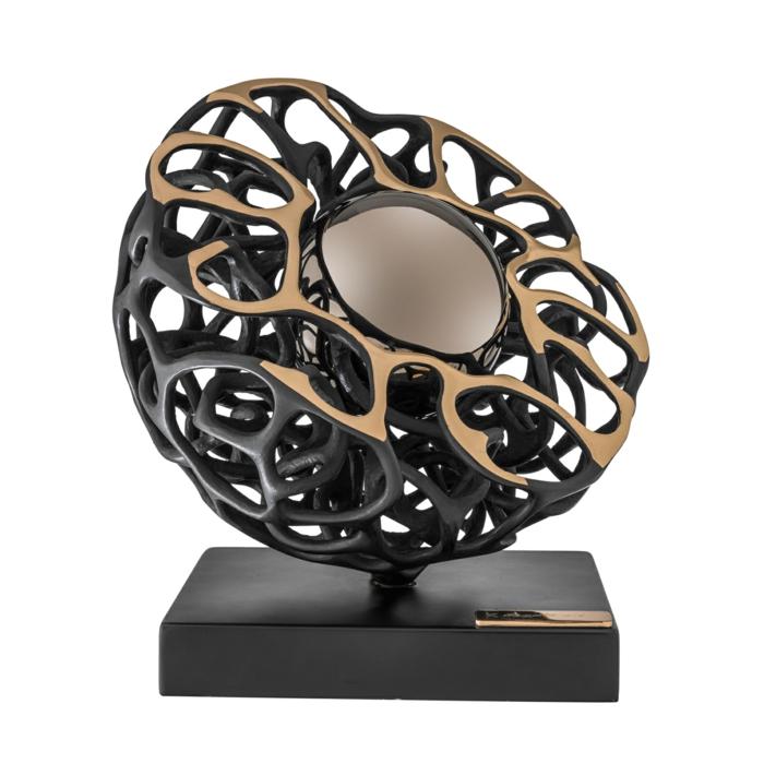 artiste contemporain Gianfranco Meggiato La perle noire sculpture en métal noirci et patiné et grande boule qui imite une perle