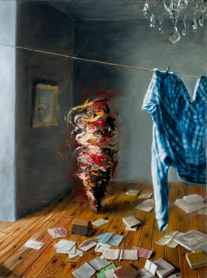 art contemprain artiste Grégory China une chambre avec un tourbillon en rouge, jaune et noir, qui tourne dans la chambre avec des papiers et des livres parsemés par terre et une chemise à carreaux bleus et blancs suspendue pour sécher