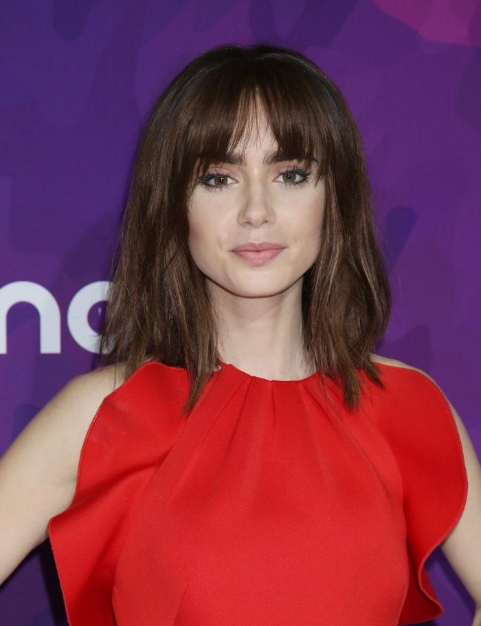 coupe de cheveux a la mode, coiffure féminine avec frange, couleur de cheveux marron pour yeux marron ou verts