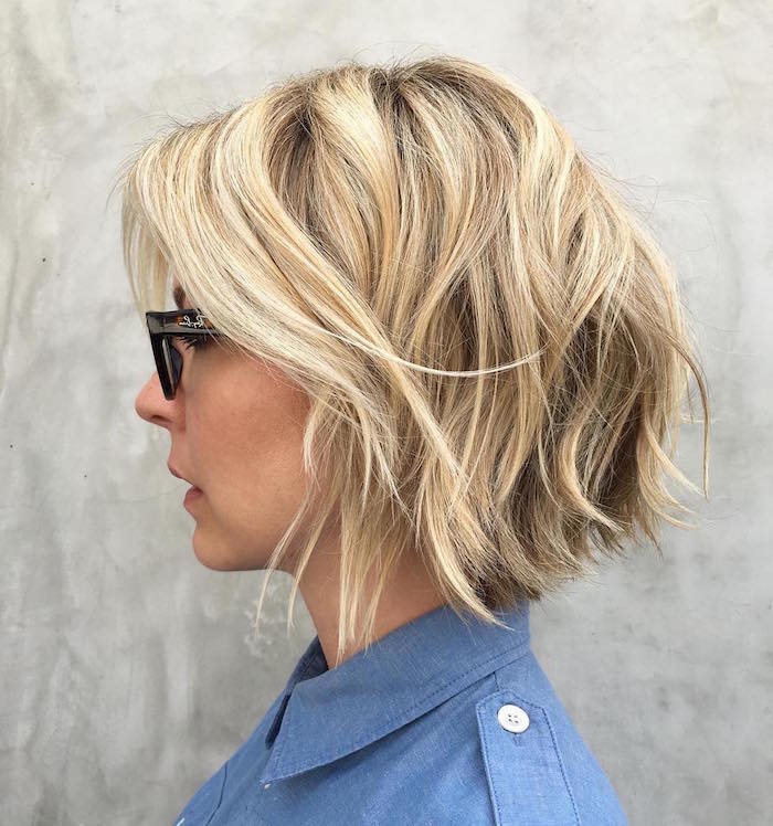 coupe carré plongeant ondulé blond platine