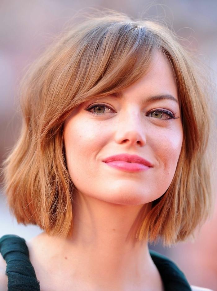 couleur de cheveux rousse, maquillage doux sur le visage de Emma Stone