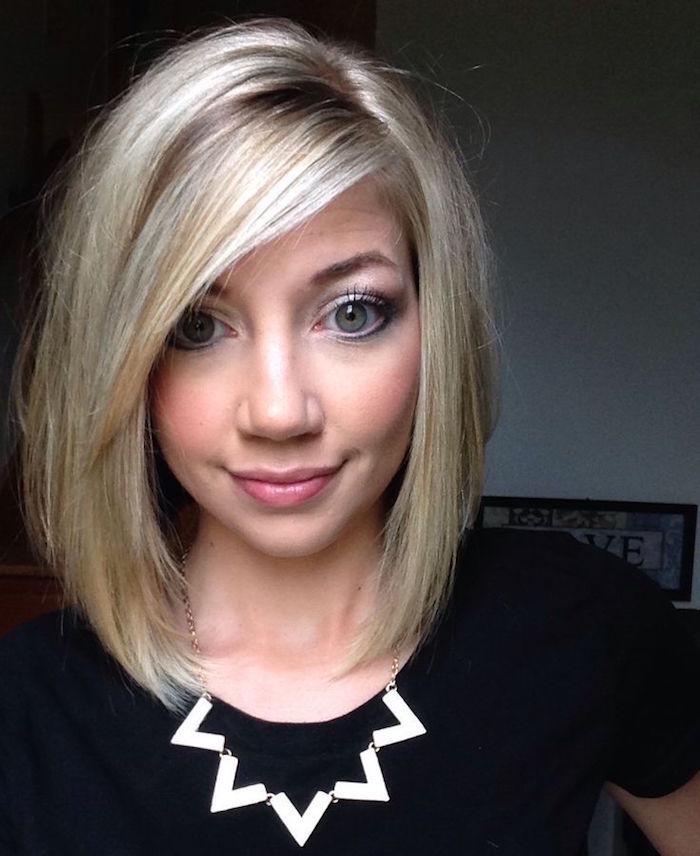 carré légèrement plongeant dégradé derrière blond asymétrique