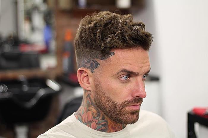Coupe courte cheveux boucle homme