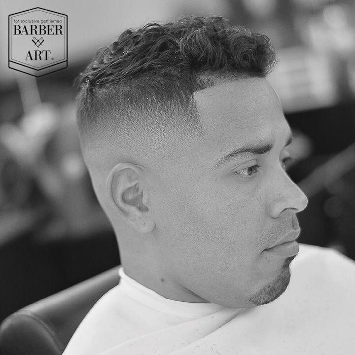 Coupe courte cheveux frises homme