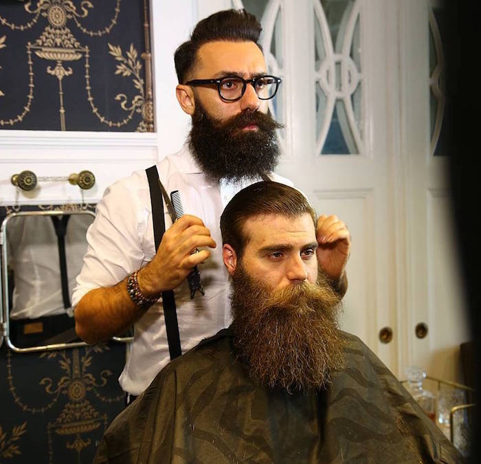 coupe homme avec barbe épaisse longue bien taillée