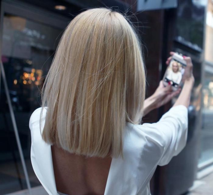 carré long, coiffure de cheveux longs et raids, coloration blond tendance femme, modèle de robe blanche à dos nu