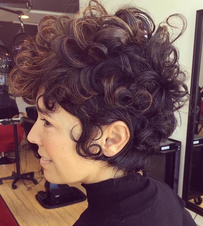 cheveux courts bouclés femme coupe courte pour cheveux bouclé