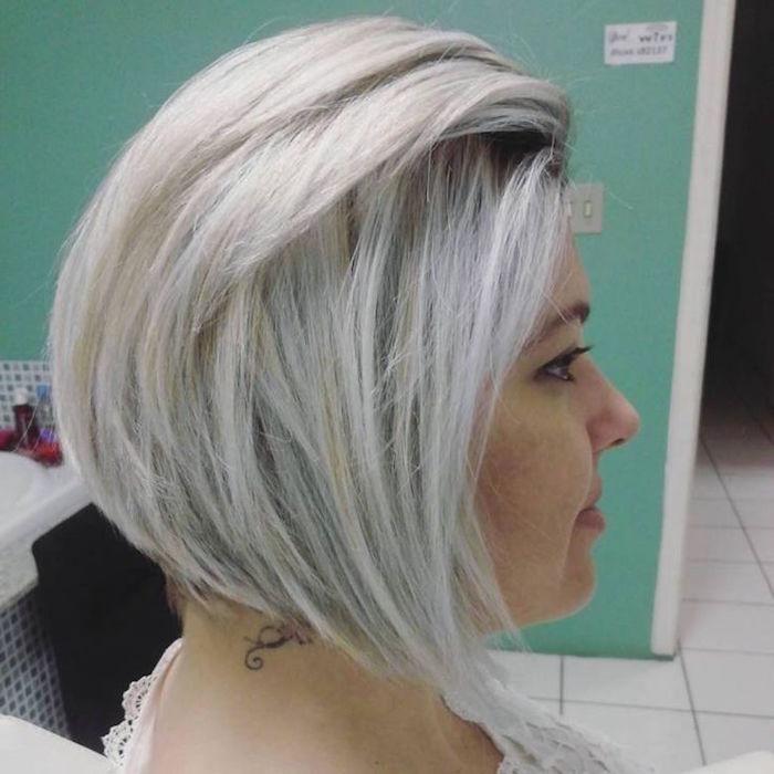 modele carré blond polaire plongeant pour coiffure tendance femme