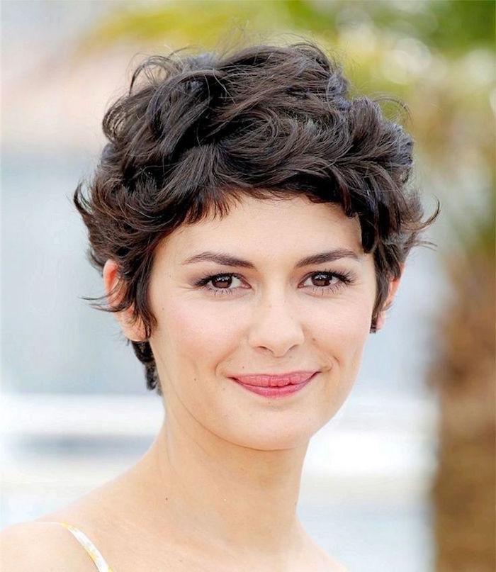 coupe de cheveux femme bouclé coiffure cheveux courts bouclés