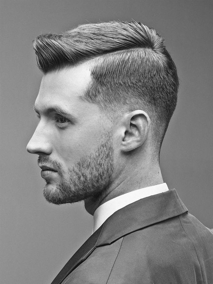 une coupe cheveux homme asymétrique avec sidecut