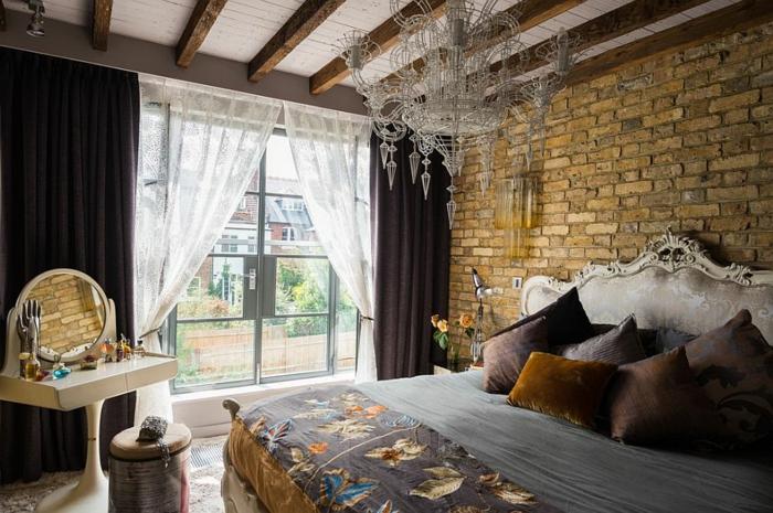 décoration baroque moderne, jolie chambre à coucher dans une maison renouvée