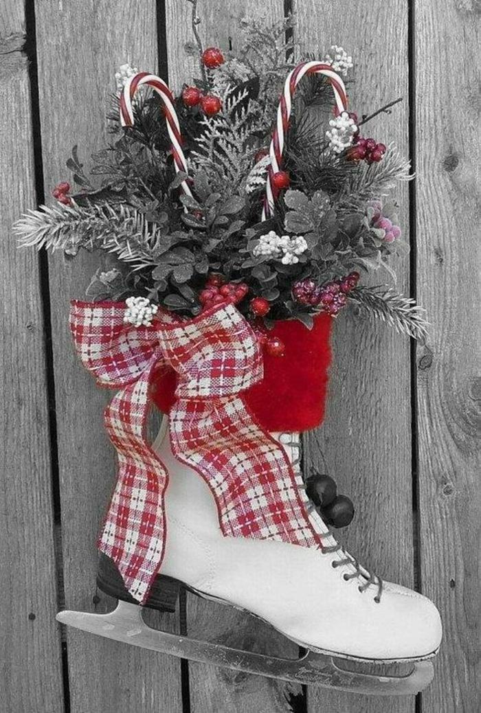 activité manuelle noel avec un patin pour le patinage, rempli de branches et feuilles de sapin et autre arbres et des cannes à sucre