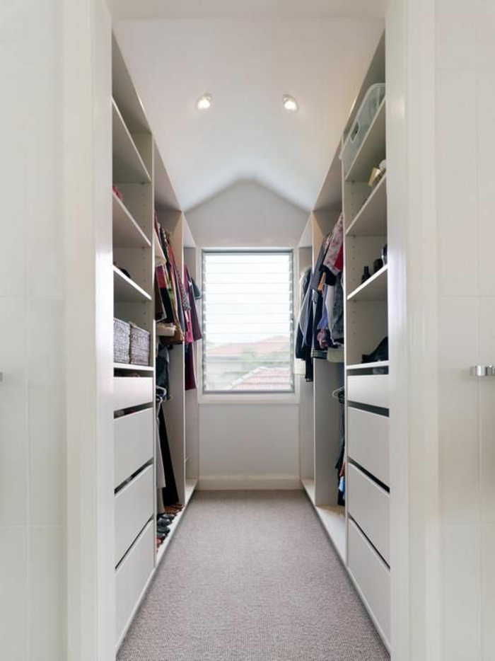 idee dressing petit espace good les colonnes de rangement sur toute la hauteur augmentent les. Black Bedroom Furniture Sets. Home Design Ideas