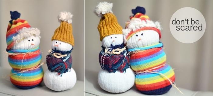 bonhomme de neige en laine, idée créative pour les enfants, bricolage facile avec chaussette