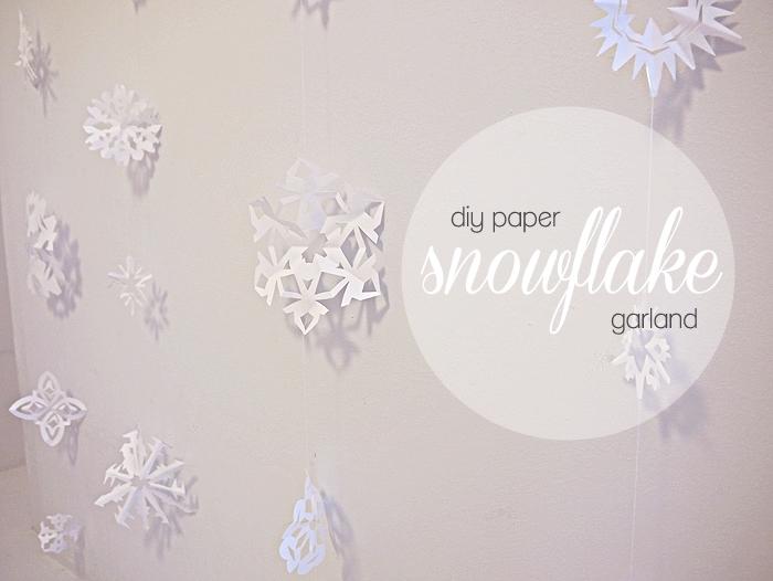 art du papier, modèle de décoration murale fait main avec flocons de neige en papier blanc et fil