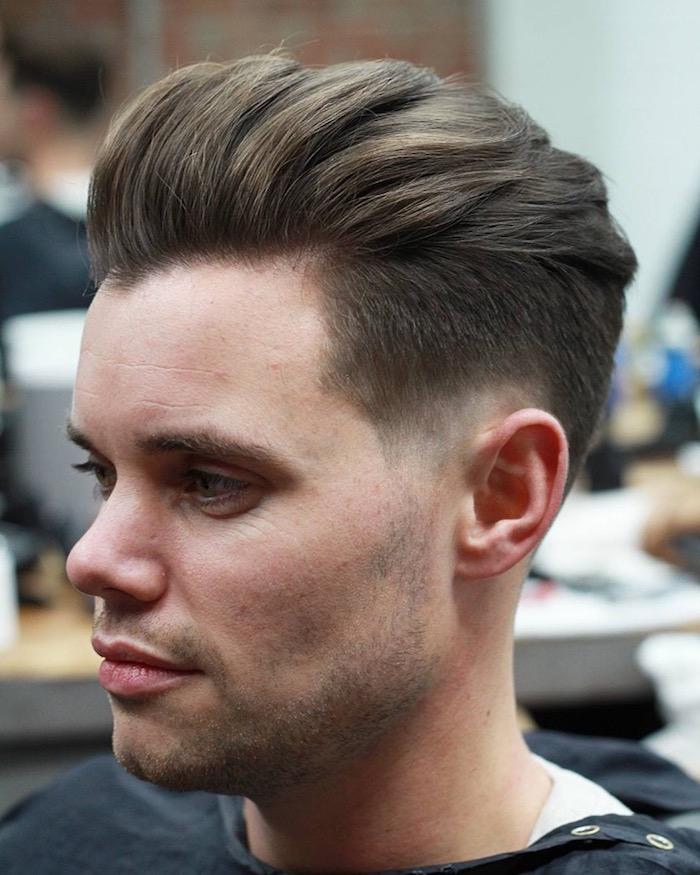 coupe de cheveux en arrière homme en dégradé