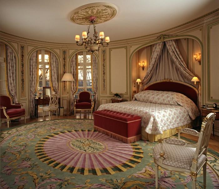 deco chambre baroque, chambre à coucher en rouge et beige, grande chambre ronde