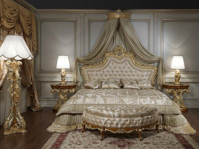 deco chambre baroque, banquette de lit courbée, deux lampes de chevet, grande lampe de sol