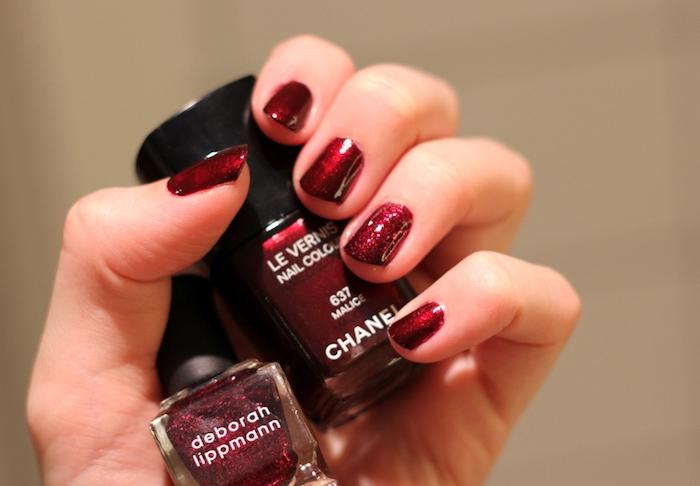 nail art rouge, vernis à ongles à effet pailleté, comment décorer ses ongles pour noel, exemple diy