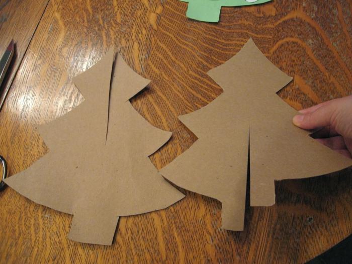 decoration de noel fait main, bricolage facile avec deux sapins qui s'assemblent en un arbre de noel