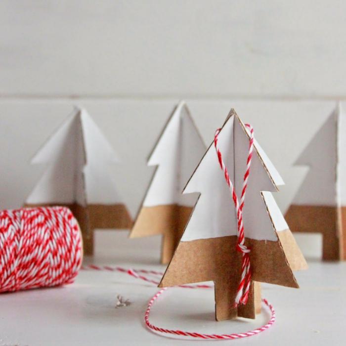 decoration de noel fait main, sapins en carton pour décorer la table ou les étagères