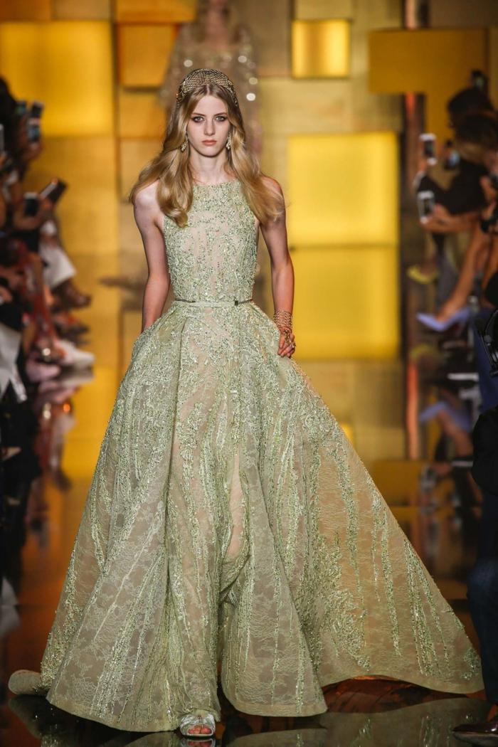 Mariage invitée fourreau robe bapteme femme robe dore quelle chaussure choisir Elie Saab