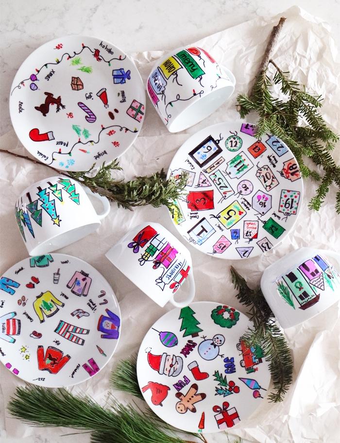 assiettes blanches décorés au feutres permanents indélébile, motifs de noel, pere noel, calendrier de l avent, sapin de noel, vetements de noel, bonhomme de neige, cadeaux